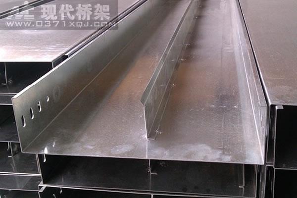槽式带隔板桥架