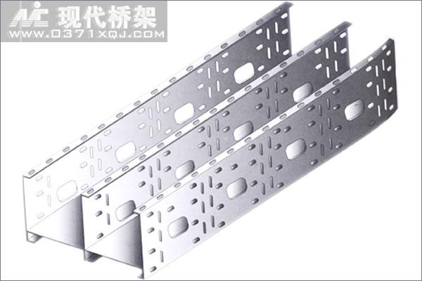 组合式含隔板桥架